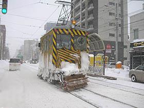 どんな猛吹雪にも負けない、『ササラ電車』!たくましい!